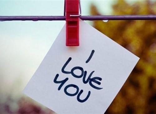 """恋爱中旧爱问""""你爱我吗""""星座女"""